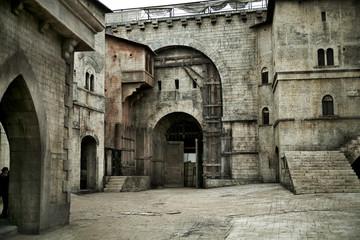 Foto auf Leinwand Befestigung Medieval castle in european city
