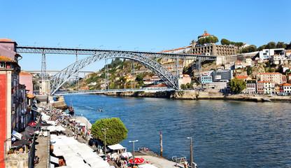 Cais da Ribeira mit Ponte Dom Luis, Porto, Portugal