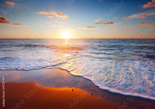 природа песок море горизонт небо облака  № 2577552 бесплатно