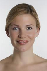 Portrait einer jungen Frau mit Make up