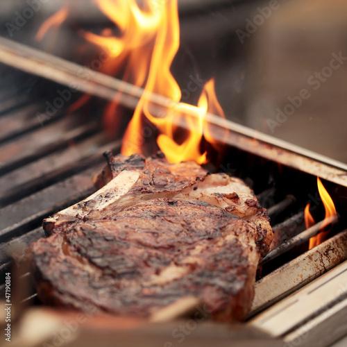 rib eye steak auf dem grill stockfotos und lizenzfreie bilder auf bild 47190884. Black Bedroom Furniture Sets. Home Design Ideas