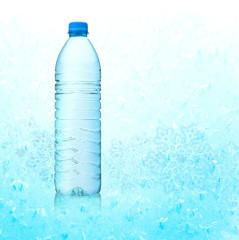 Mineralwasser mit Eiskristallen