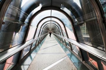 überdachter Fußgängertunnel in Paris