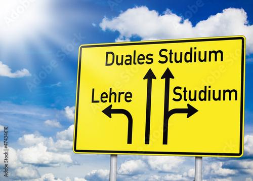 Wegweiser mit Duales Studium und Lehre