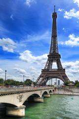 Pont d'Iena en face de la tour Eiffel, Paris.