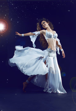 Arabic dance performed by a beautiful woman, stars night