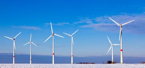 Windturbinen im Winter