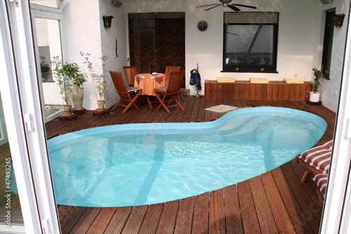 Wintergarten mit pool stockfotos und lizenzfreie bilder auf bild 47493265 - Wintergarten mit pool ...
