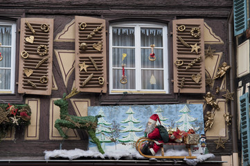 decorated windows for christmas