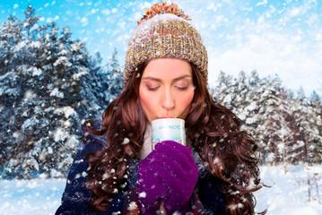 frau winter tasse