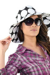 Brunette wearing summery hat and sunglasses