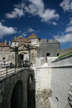 Le chateau de Joux dans le Doubs vu depuis l'entrée
