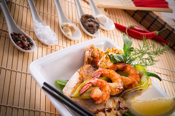 shrimps with fish and vegetables