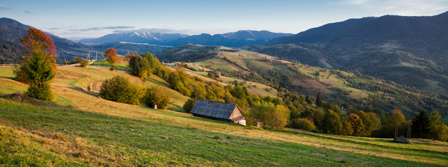 Klistermärke - Autumn landscape in the Carpathian mountains