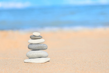 Photo sur Plexiglas Zen pierres a sable Balance concept: zen stones stacked together