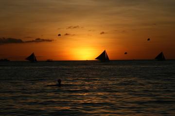 Tramonto su White Beach, Boracay, Filippine