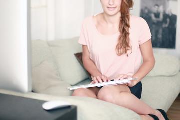 Frau bei der Homearbeit