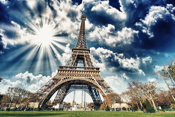 Fototapete - Wonderful view of Eiffel Tower in all its magnificence - Paris
