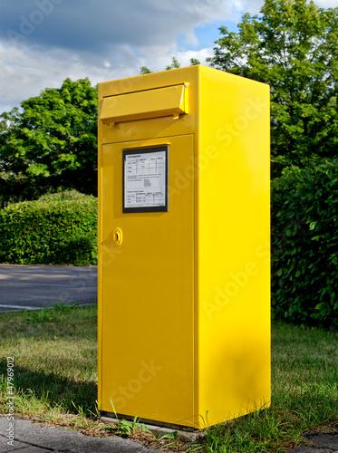 gro er gelber briefkasten big yellow mailbox stockfotos und lizenzfreie bilder auf fotolia. Black Bedroom Furniture Sets. Home Design Ideas