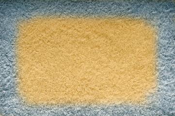 Gelber und dunkler Sand