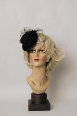 Frauenbüste mit Hut