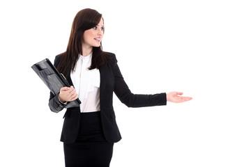 Junge Büro Dame zeigt auf Ihren Text und lächelt