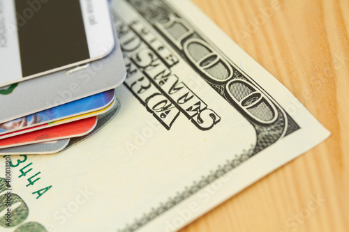 cash versus credit essay Following is an informative manual that can help you choose a strong topics for your compare and contrast paper about paying cash and credit cards.