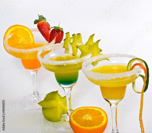fruchtige cocktails mit obst stockfotos und lizenzfreie bilder auf bild 48086055. Black Bedroom Furniture Sets. Home Design Ideas