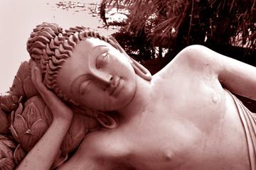 Buddha-Statue, liegend / Südindien