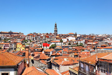 Blick auf Porto mit Torre dos Clérigos, Portugal