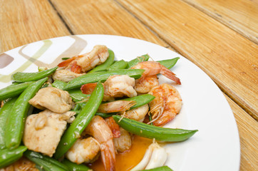 Thai-food Fried shrimp, pork and sweet peas