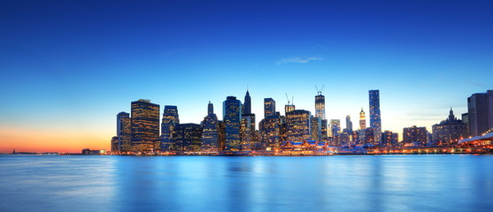 Wall Mural - Panoramique de New York au crépuscule.