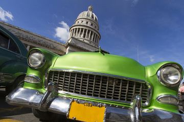 Printed kitchen splashbacks Cars from Cuba Oldtimer vor dem Capitol auf Kuba
