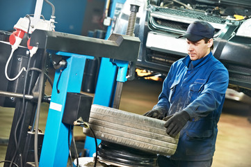 auto repairman at tyre replacement place