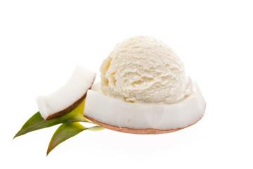 Kokoseiskugel auf Kokosstück