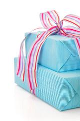Geburtstagsgeschenk isoliert in Türkis