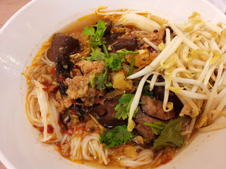 Rice noodles with spicy pork sauce
