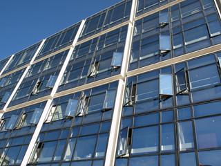 Hochhausfassade in Paris La Defense