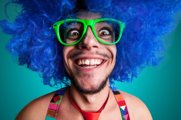 Fototapeta Funny guy naked with blue wig and red tie obraz