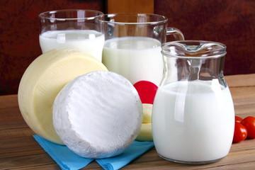 Foramaggi vari e latte