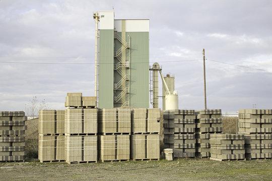 Manufactures pallets