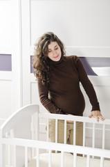 Embarazada y cuna: Ilusión y espera