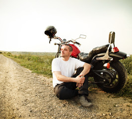 Fototapete - Biker on the country road