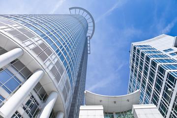 Fotobehang Aan het plafond Hochhaus in Frankfurt - real estate