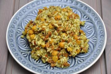 Basmati Reis mit Kichererbsen, Röstzwiebel, Dill und Koriander