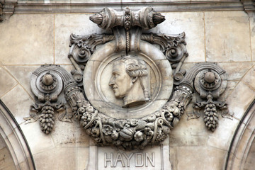 Architectural details of Opera National de Paris: Haydn