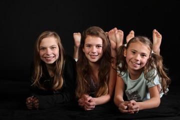 drei Mädchen im Schlafanzug