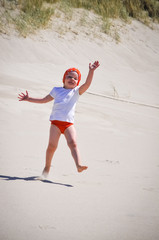Fototapete - Mädchen am Strand in Bewegung