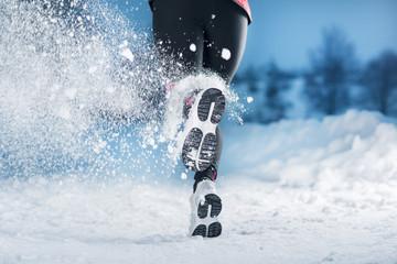 Papiers peints Glisse hiver Winter running woman