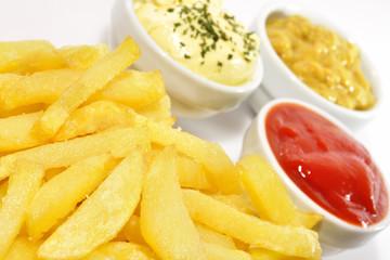 Detalle de aperitivo de patatas fritas.